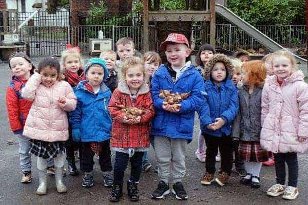 Photo of Garden centre donates free flower bulbs to Glasgow nursery